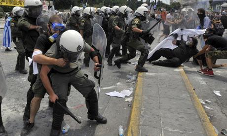 demonstrators-clash-with-005